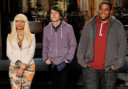"Nicki Minaj ""Does The Creep"" On 'SNL'"